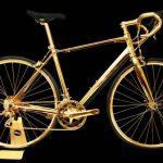 Zu verrückten Fahrrädern zählt auch dieses goldene Gefährt.