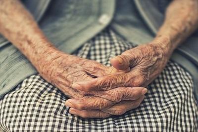 F_Alte Hände