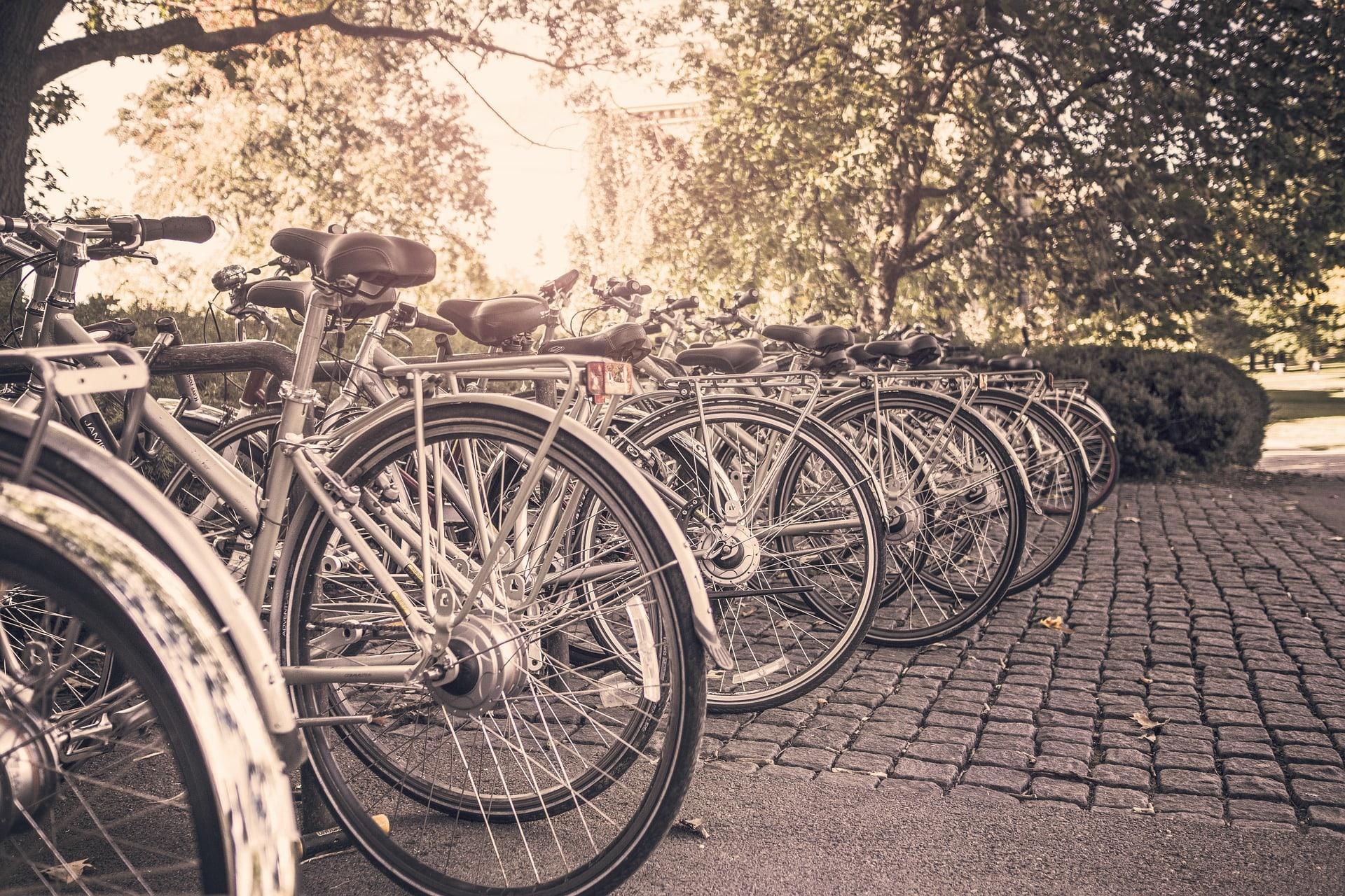 bikes-2631487_1920-min