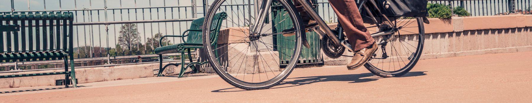 F_Mann_auf_Fahrrad